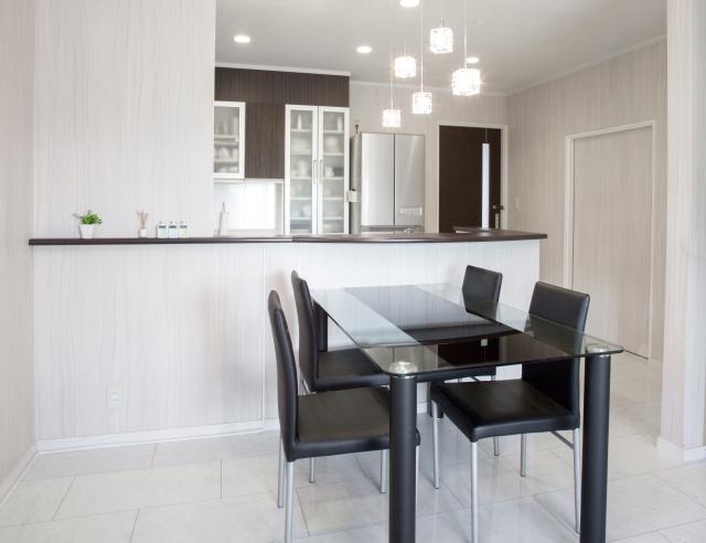 新築住宅のキッチンにおすすめ!背面収納の魅力と選び方とは