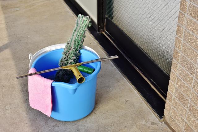 効率よくマンションのベランダを掃除するための準備と方法!