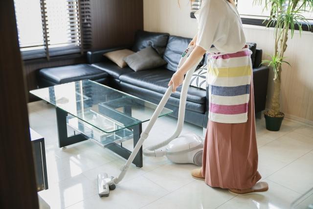 マンションでの掃除機使用は、何時までなら許される?