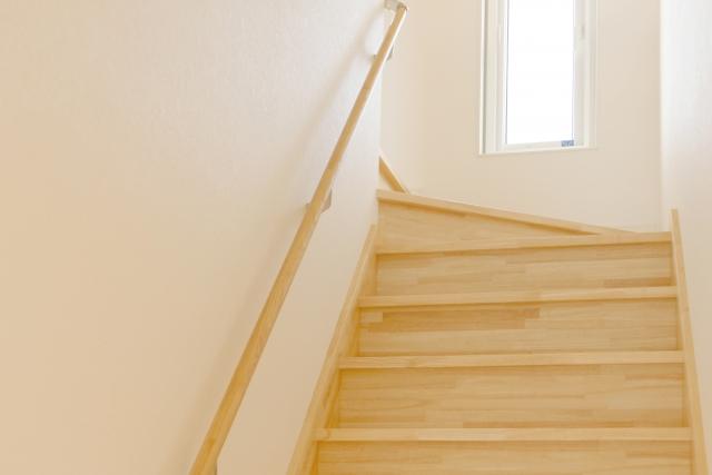 住宅の階段寸法に定めあり!どれぐらいの寸法が昇りやすい?