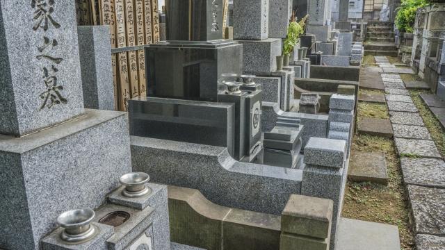 地目が墓地の土地を売買したい!墓地を処分するには?