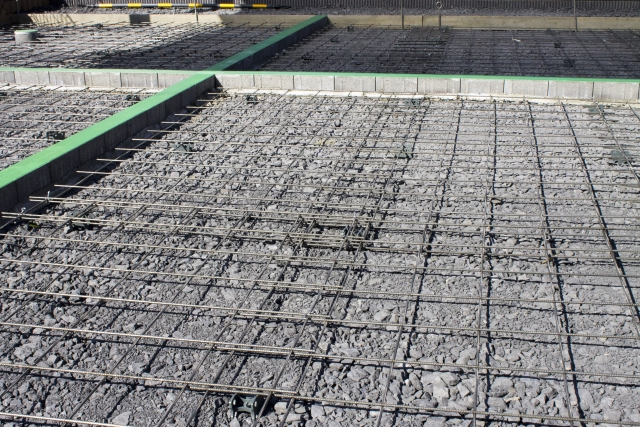 駐車場をコンクリート舗装する際は厚さや施工方法に注意!