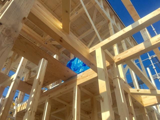 新築するならどっち?木造枠組壁構法と木造軸組構法の違い