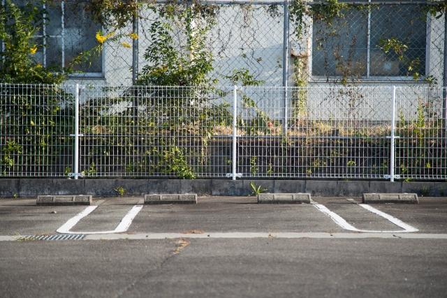 駐車場のコンクリートには適切な厚さがある!施工方法や価格
