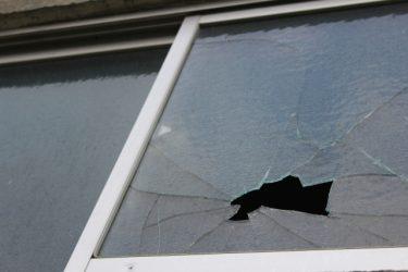 窓のワイヤーガラスは何のため?泥棒による開閉は防げる?