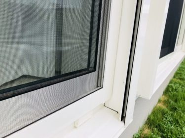 窓だけでなく網戸も掃除したい!外し方って決まりがあるの?