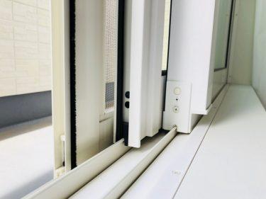 窓と網戸の間に隙間が!正しい開け方や対処法をご紹介