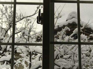 窓の隙間風対策はこれ!100均ショップで買える便利アイテム