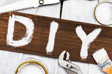 納戸にダボレール棚を取り付けてスッキリ収納!簡単DIY!