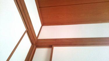 長押にフックで壁面収納!便利な棚として使うアイディア